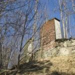ocalałe dwa nagrobki w murze cmentarnym