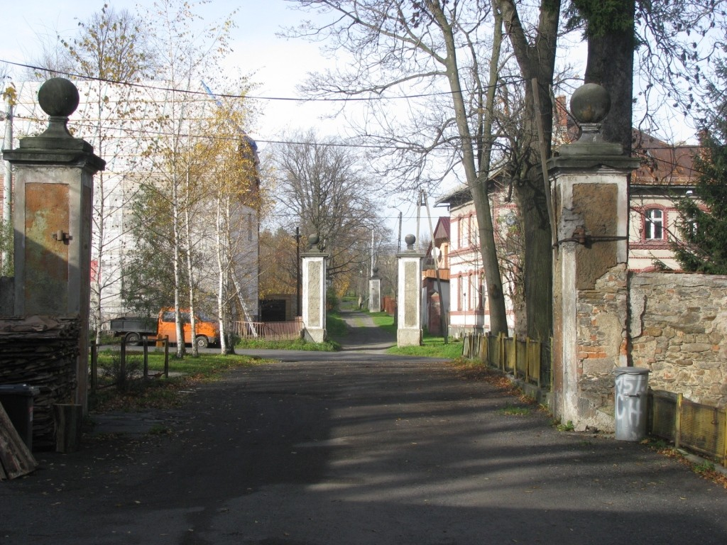 Bramy wjazdowe na teren pałacu