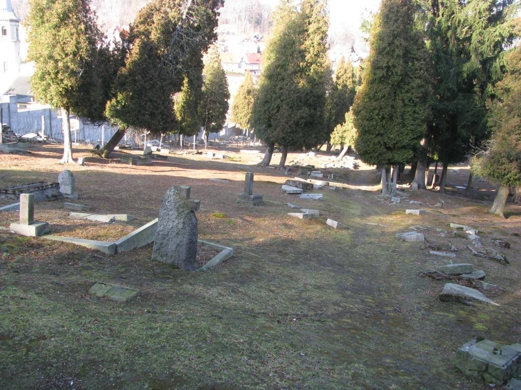 Cmentarz kolonii artystów w Szklarskiej Porębie.
