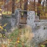 Mostek i furtka na teren parku pałocowego