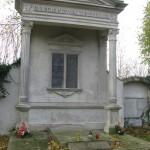 Poniemieckie grobowce