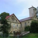 Zbór i pastorówka.
