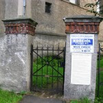 Bramka wejściowa do zboru i na cmentarz.