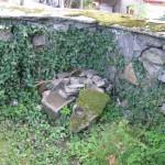 Resztki po dawnych grobach.