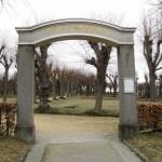 Brama na cmentarz Boża Rola w Herrnhut.