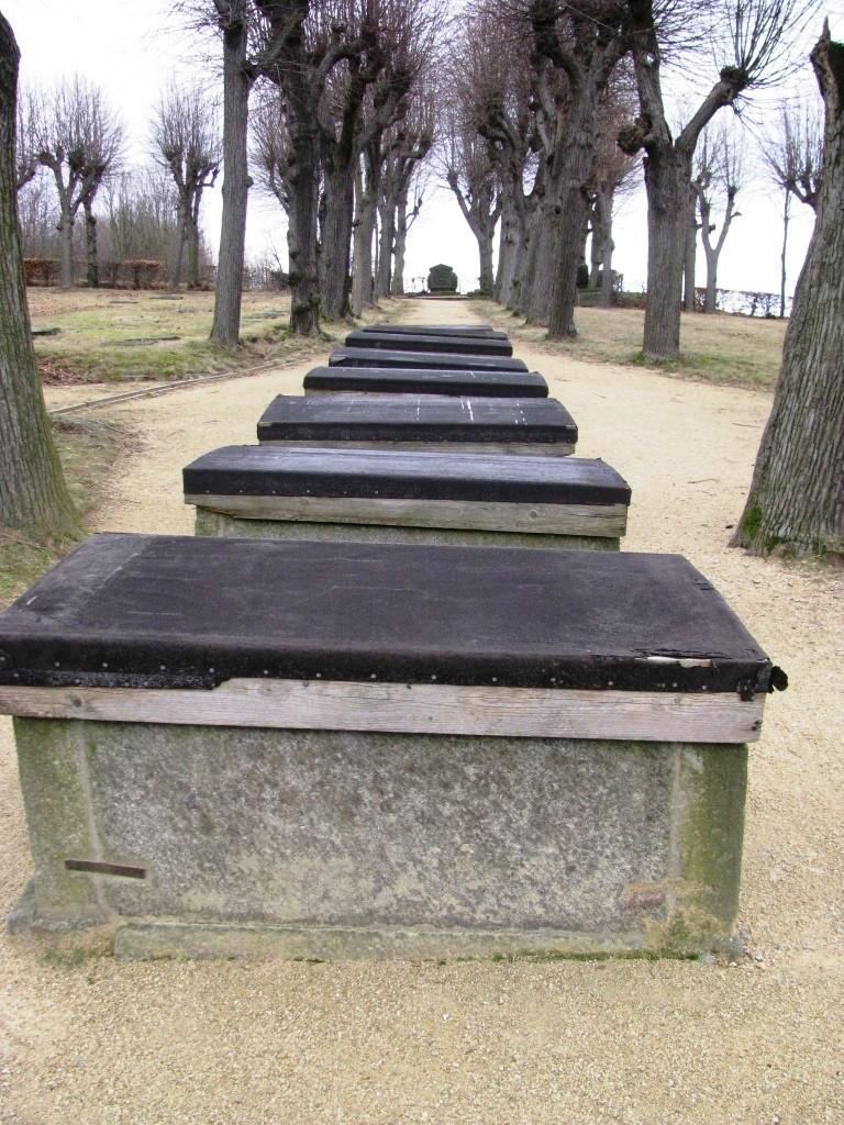 Cmentarz Boża Rola w Herrnhut. Grobowce rodziny Zinzendorf.