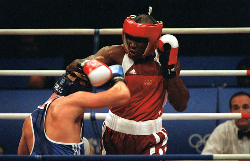 olanda_anderson_red_tries_to_land_a_punch_against_rudolf_kraj_2000